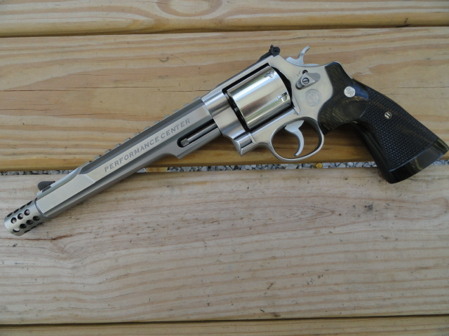 Smith & Wesson 629 Performance Center Hunter, Lew Horton Edition.